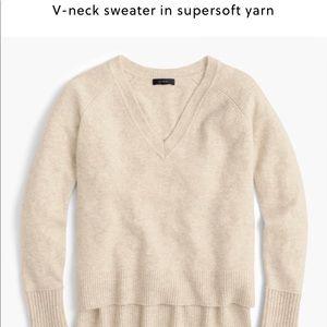 Jcrew vneck in super soft yarn oatmeal xs.